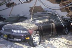 En bil på en krossad Mazda återförsäljare Arkivbild