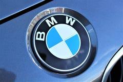 En bild av en BMW logo - Hameln/Tyskland - 07/18/2017 Royaltyfri Fotografi