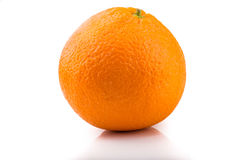 En bild av en ny apelsin som isoleras på vit Royaltyfria Foton