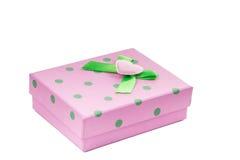 En bild av en rosa gåvaask som isoleras på vit bakgrund Royaltyfri Fotografi
