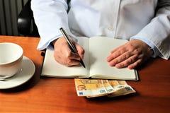 En bild av en handstildoktor med stetoskopet Royaltyfria Foton