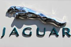 En bild av en Jaguar logo - Bielefeld/Tyskland - 07/23/2017 Arkivfoto