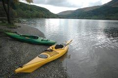 En bild av kanoter en skotsk fjord i Skottland UK arkivbild