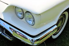 En bild av en klassiker oss bil, tappning, billykta Royaltyfri Fotografi