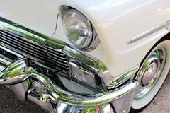 En bild av en klassiker oss bil, tappning, billykta Arkivfoto