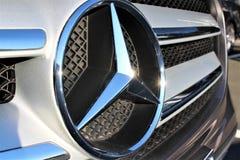 En bild av en Mercedes logo - Hameln/Tyskland - 07/18/2017 Royaltyfria Foton
