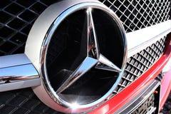 En bild av en Mercedes logo - Hameln/Tyskland - 07/18/2017 Royaltyfria Bilder
