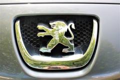 En bild av en Peugeot logo - Bielefeld/Tyskland - 09/16/2017 Arkivfoton