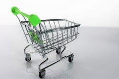 En bild av en shoppingvagn med skugga Royaltyfri Bild