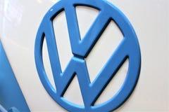 En bild av en VW-logo - Bielefeld/Tyskland - 07/23/2017 Arkivfoto