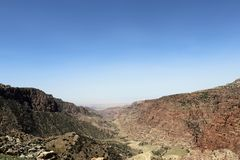 En bild för bruna och svarta berg royaltyfri bild