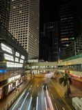 En bild som tas på natten från det Connaught stället i Hong Kong arkivbilder