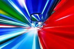 En bilkörning på en motorway på höga hastigheter arkivfoto
