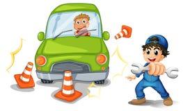 En bilolycka och en mekaniker Arkivbild