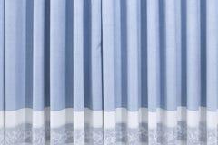 En blå gardin Arkivbild