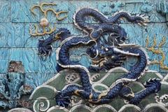 En blå skräckinjagande drake på niona Dragon Wall Royaltyfria Foton