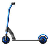 En blå sparkcykel Royaltyfri Bild