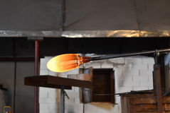 En blåsrör under förberedelsen av exponeringsglaset arkivfoto