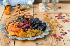 En blandning av torkade frukter och muttrar Royaltyfri Fotografi