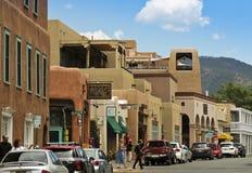 En blick bevattnar ner gatan, Santa Fe Arkivfoto