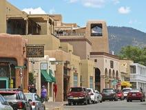 En blick bevattnar ner gatan, Santa Fe Arkivbild