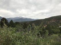 En blick in i de steniga bergen Arkivfoton