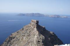 En blick ut på mittön i Santorini Grekland royaltyfria bilder