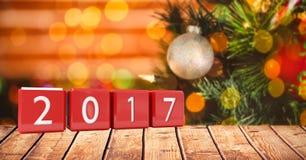 2017 en bloques en tablón de madera contra una imagen compuesta 3D del fondo de la Navidad Imagen de archivo