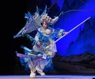 """En boca con los generales de las mujeres de Pekín Opera"""" de las plumas del  del € de Yang Familyâ imágenes de archivo libres de regalías"""