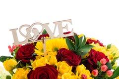 En bois connectez-vous le bouquet de l'amour de mot Photo stock