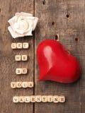 En bois découpe avec la forme de coeur Photo libre de droits