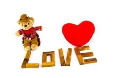 ` En bois d'AMOUR de ` de mots fait à partir des lettres matérielles naturelles Fond de Valentine Photo libre de droits