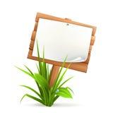 En bois signez dedans l'herbe Photographie stock libre de droits