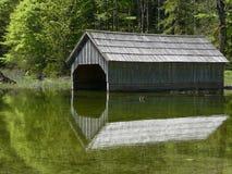 en bois traditionnel de maison de bateau photographie stock