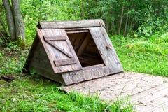 En bois village puits d'eau à la campagne Photos stock