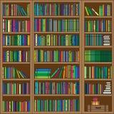 En bokhylla med olika objekt Arkivfoto