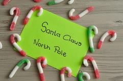 En bokstav till Santa Claus på nordpolen med godisrottingar Arkivbilder