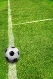 En boll på fotbollfält Royaltyfria Foton