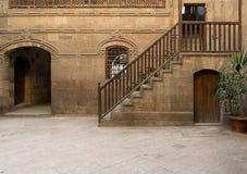 En borggård av ett historiskt hus i den gamla Kairo, Egypten arkivfoton
