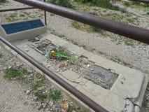 en borttappad grav i en kyrkog?rd arkivfoton