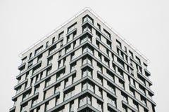 En bostads- byggnad i Prague i Tjeckien europeiskt traditionellt för arkitektur arkivfoto