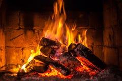 En brand bränner i en spis Royaltyfri Bild