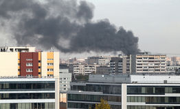 En brand i staden Royaltyfria Bilder