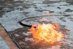 En brand på jordningen tack vare en gasläcka arkivbild