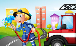 En brandman med en slang på gatan royaltyfri illustrationer