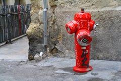 En brandpost i gatorna av montpellier Arkivbilder