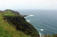En brant bank av Atlanticet Ocean på ön av San Miguel royaltyfri foto