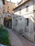 En brant gata i San Marino Royaltyfria Bilder