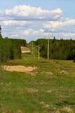 En bred snitt-linje till och med lantlig jordbruksmark Royaltyfria Bilder