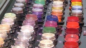 En bred variation av makeupsk?nhetsmedel stock video